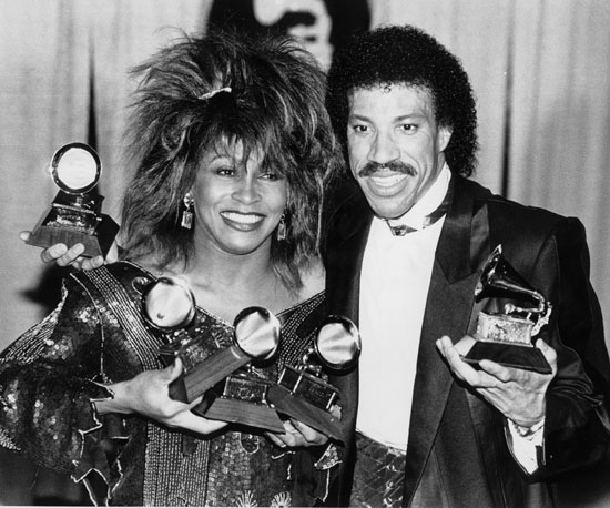 Tina Turner tried not to overshadow Lionel Richie in 1985.