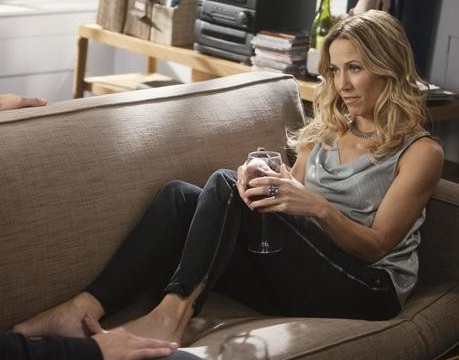 Sheryl Crow in Cowl Neck Top on Cougar Town