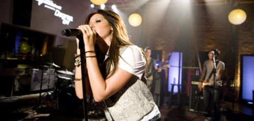 preformans<3 she is soo godd:)
