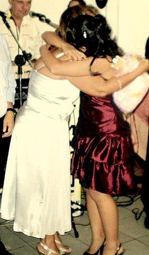 Roberta C. abraça sua mãe Ângela -*