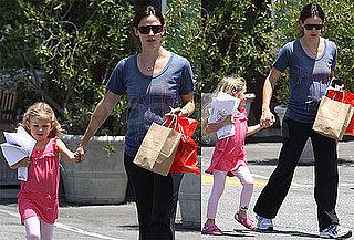 Pictures of Jennifer Garner and Violet Affleck 2010-06-18 16:30:19