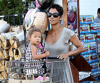 Slide Picture of Halle Berry and Nahla at Grocery Store 2010-07-02 15:15:47