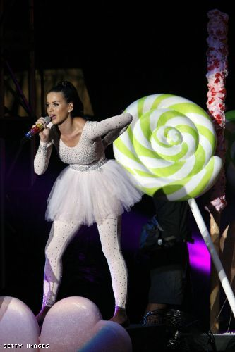 Katy Perry Checks into Hotel Rooms as Character from Comedy Central