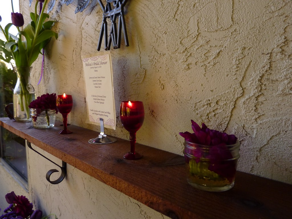 Although the party was at 1 in the afternoon, these wine glass candles matched so well that I decided to incorporate them into the decor.