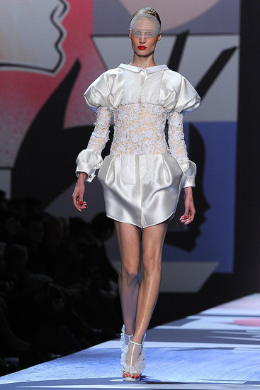 Spring 2011 Paris Fashion Week: Viktor & Rolf