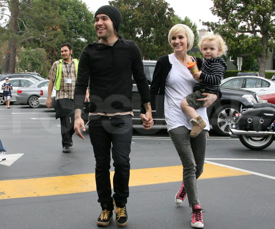Slide Picture of Pete and Bronx Wentz Running Errands With Ashlee Simpson in LA