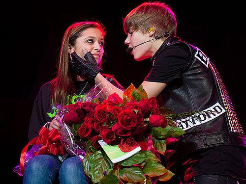 Justin Bieber faz serenata para fã