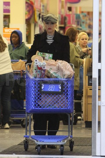 Pictures of Gwen Stefani at Toys R Us Before Christmas
