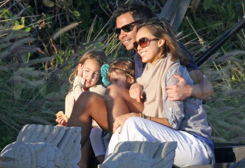 Jessica Alba Chooses Bikinis and Cabo For the New Year