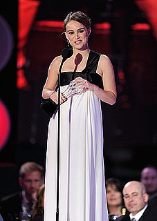 Pictures and Quotes from Pregnant Natalie Portman on SNL Spoof, Being Pregnant 2011-01-14 21:56:58