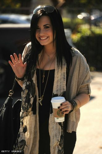 Link Time - Demi Lovato Looks Happy and Healthy!