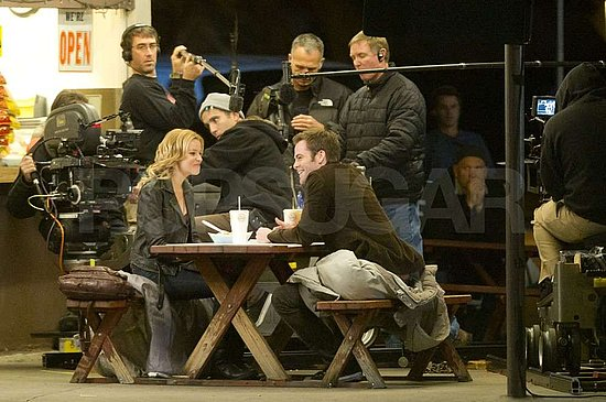 Pictures of Elizabeth Banks and Chris Pine Shooting in LA on the Set of Welcome to People