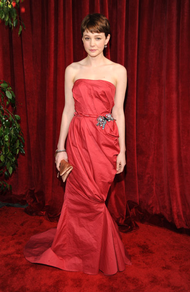 Carey Mulligan went strapless in red at the 2010 awards.