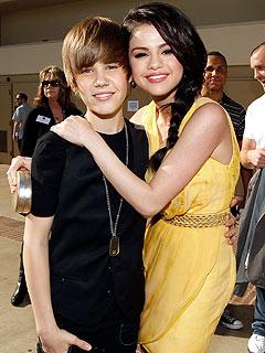 Justin Bieber & Selena Gomez Caught Kissing in the Caribbean !!