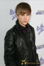 Justin Bieber 'understands obsessive fans' !!!
