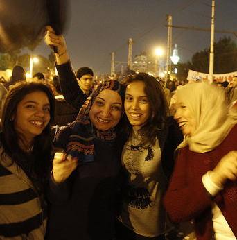 Picture of Egyptian Women Protesters Celebrating