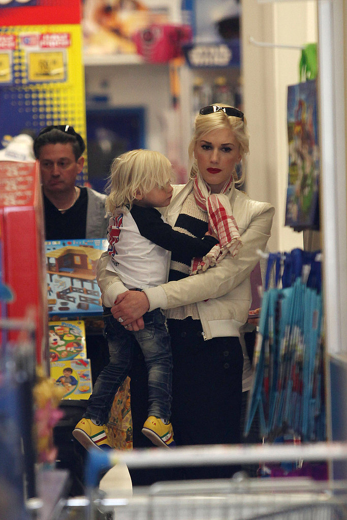 Gwen Stefani Explores London With Her Toys R Us Kids