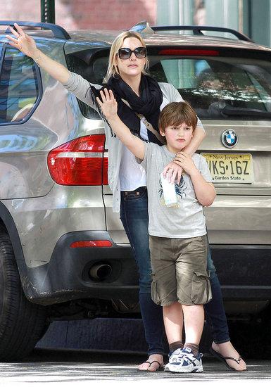 Kate Winslet and Joe Mendes Walking Through NYC