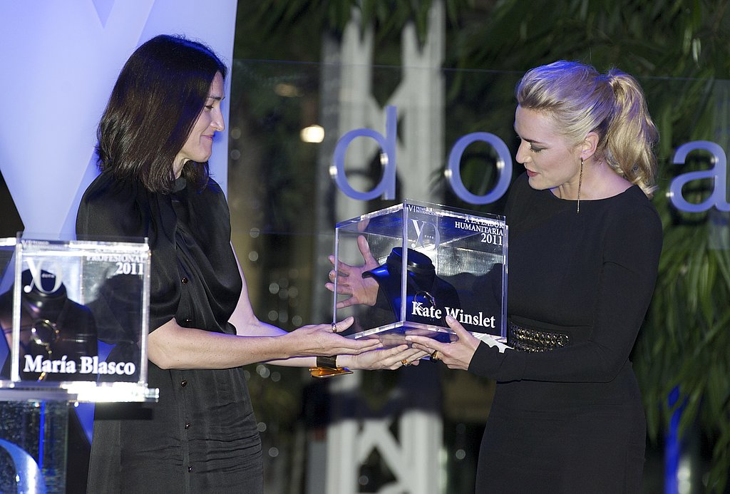 Kate Winslet accepted her statue at the Yo Dona Awards.
