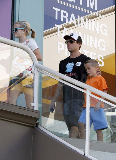 Ryan Phillippe Treats Ava and Deacon to a Sushi Dinner