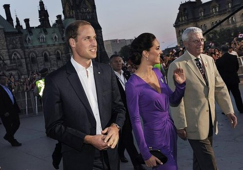 Prince William and Kate Middleton chatted with their Canadian representatives.