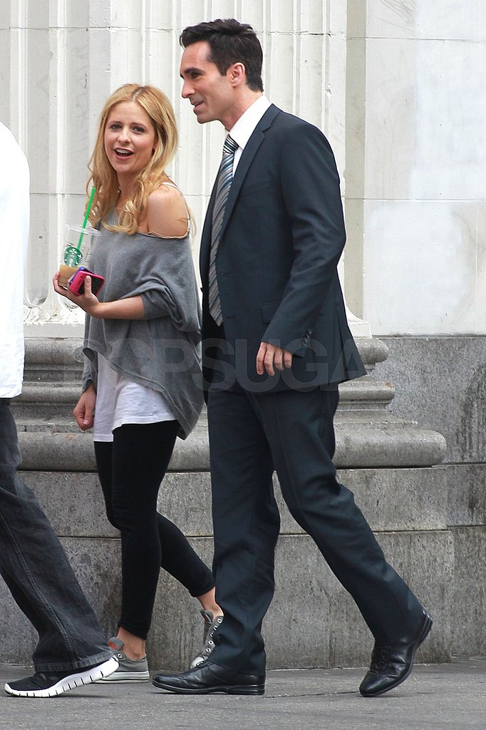Sarah Michelle Gellar sipped on an iced Starbucks drink today.