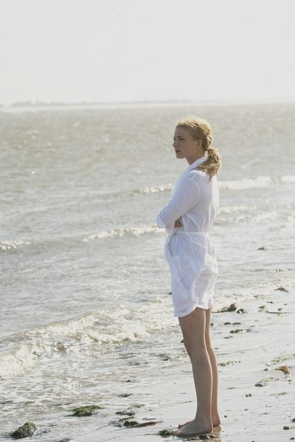 Emily VanCamp in ABC&#039;s Revenge.