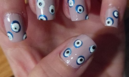 DIY easy evil eye nail art!
