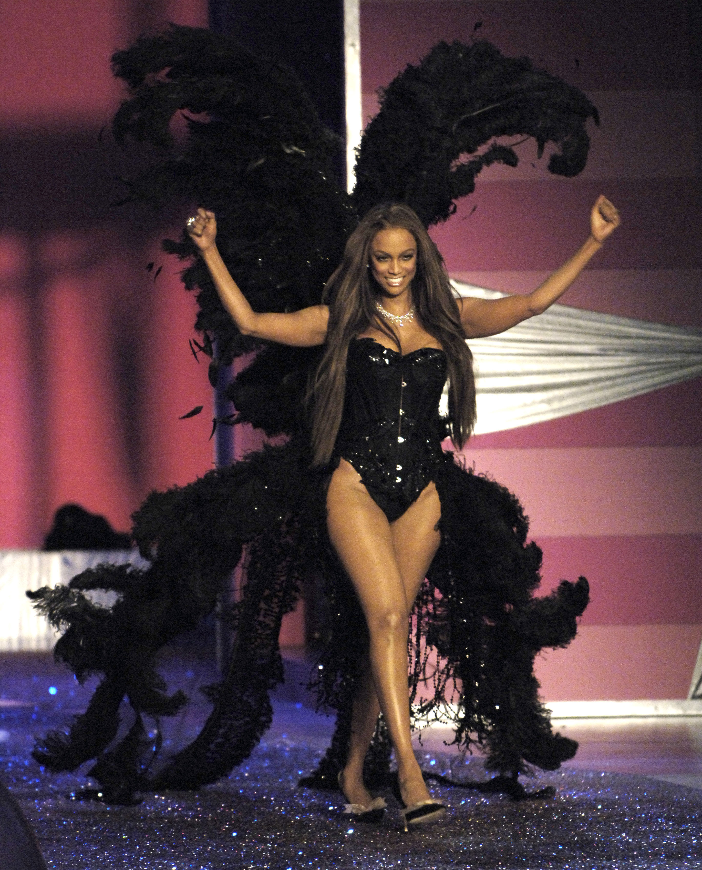 Tyra Banks Young Victoria S Secret: When Tyra Banks Showed 'em How It's Done In Her Last Walk