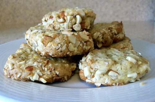 Almond-crusted lemon cookies
