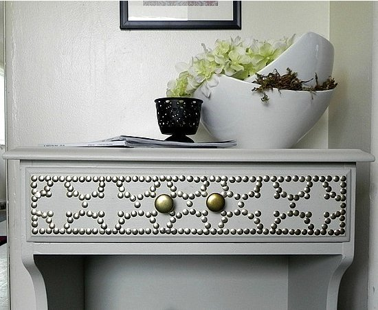 Can you believe that Decor Hacks made this nailhead side table for less than $6? Source: Decor Hacks
