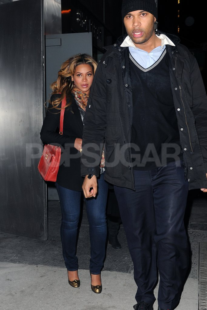 Pregnant Beyoncé Knowles left an office in NYC.