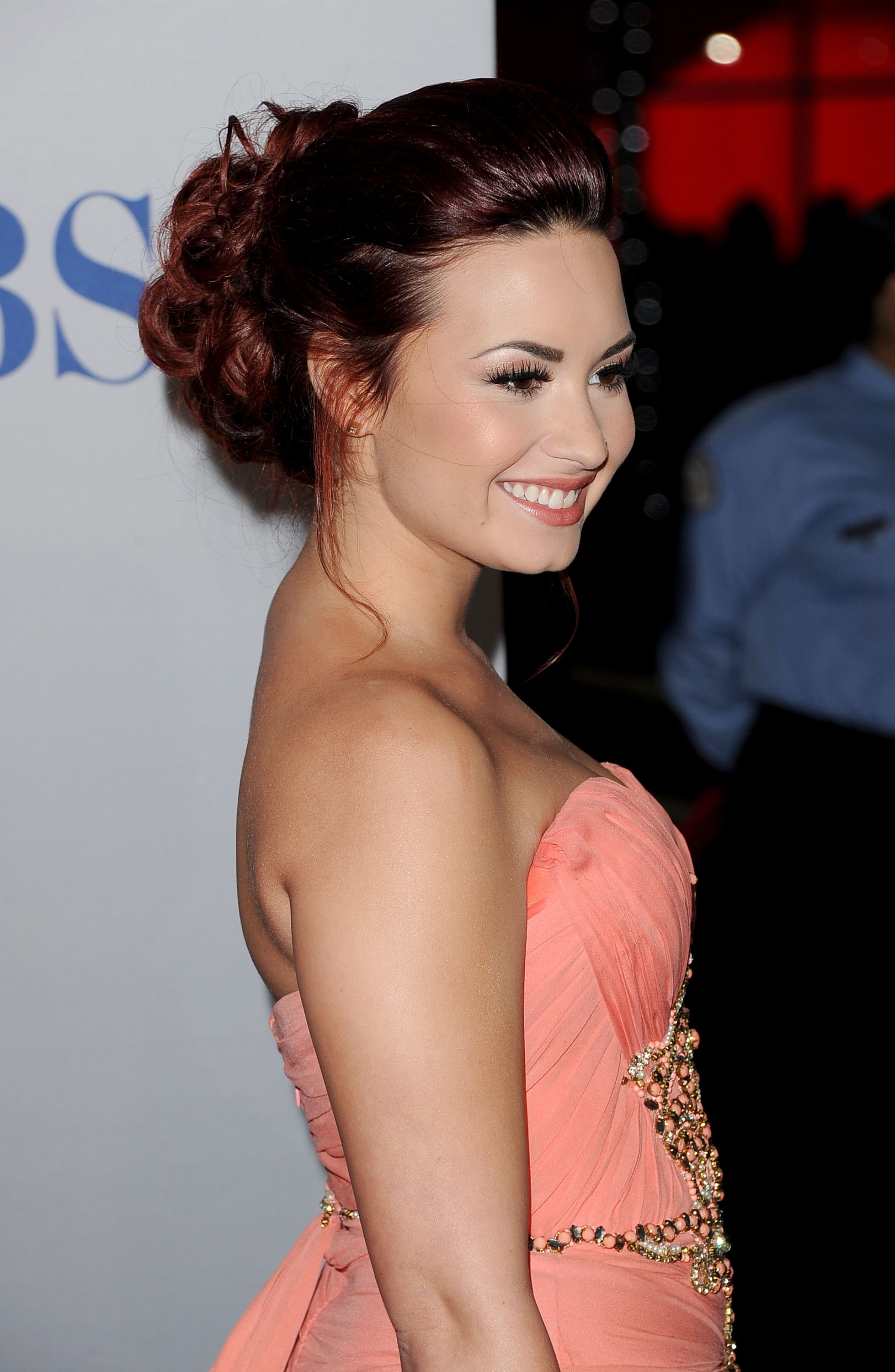 Demi Lovato arrived at the People's Choice Awards.