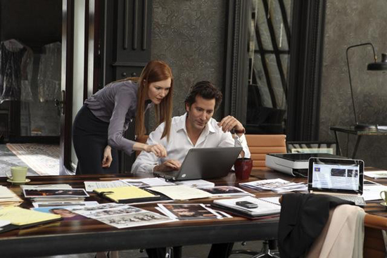 Darby Stanchfield and Henry Ian Cusick in Scandal.