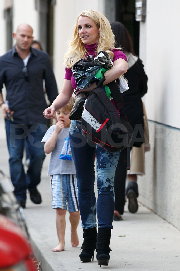 Britney Spears led the way to the car for her son Jayden James Federline.