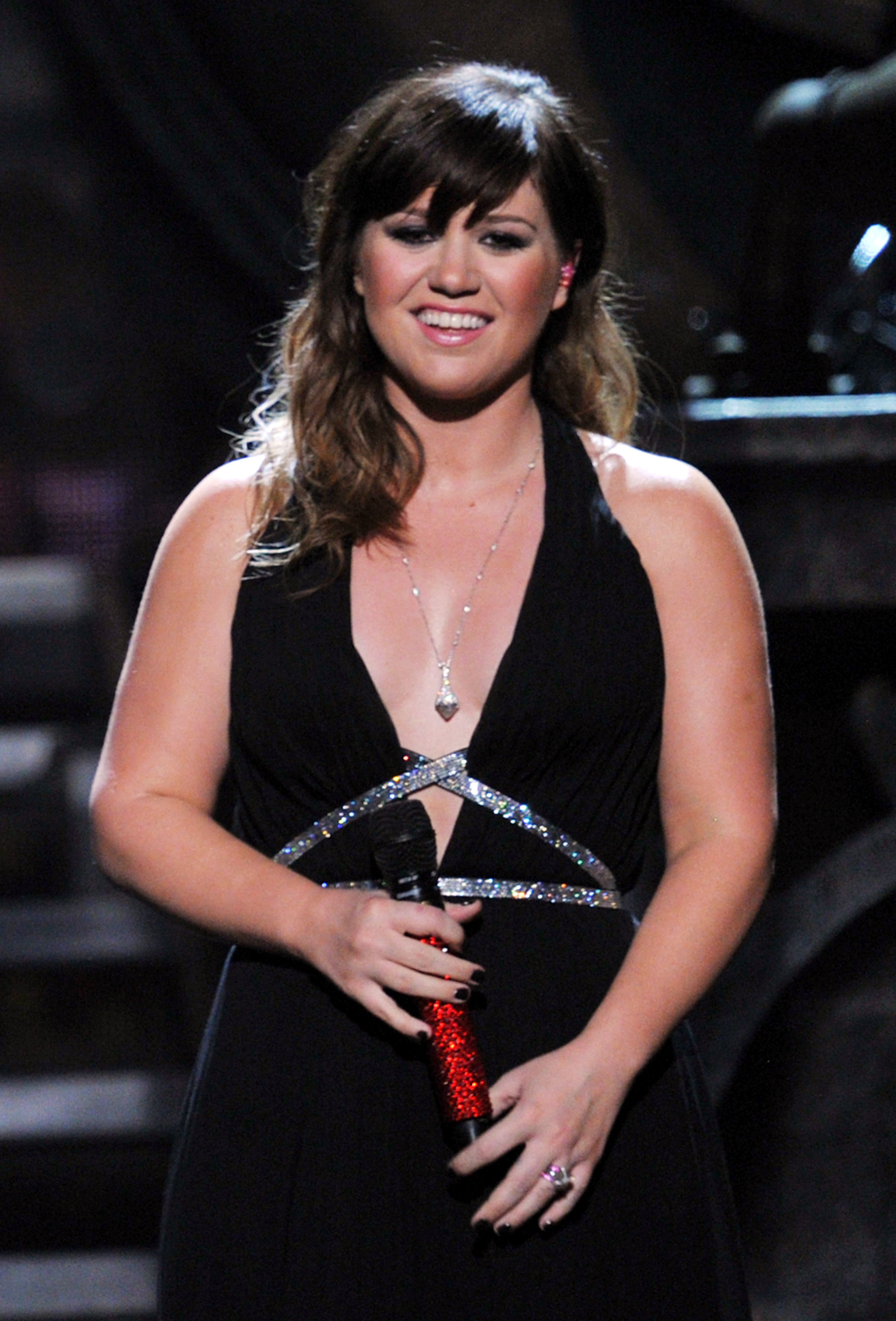 Kelly Clarkson was one of the many performers of the night.