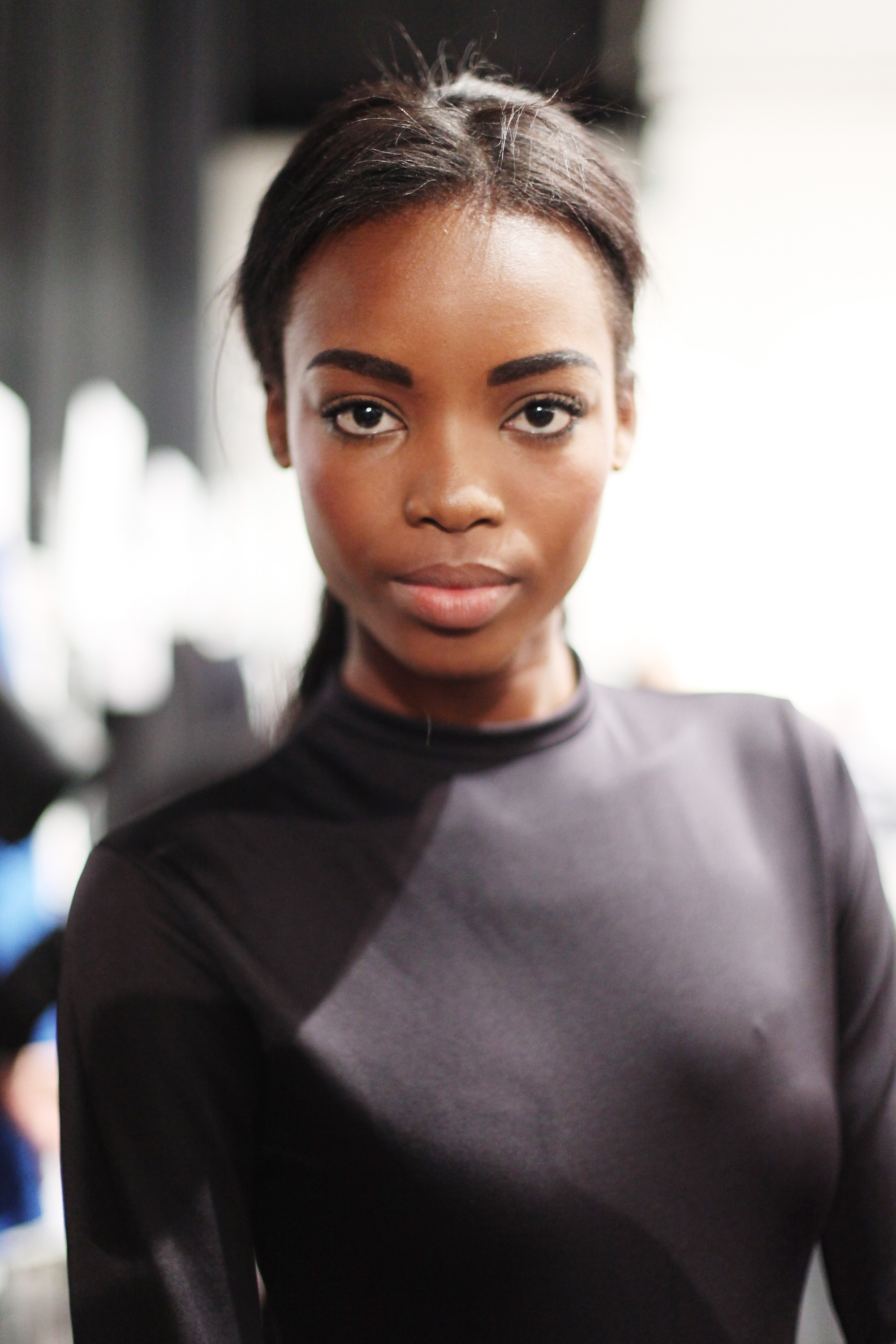 The rich, dark brows anchored the look and added a depth and interest to the tousled ponytail. Photo: Roger Kisby