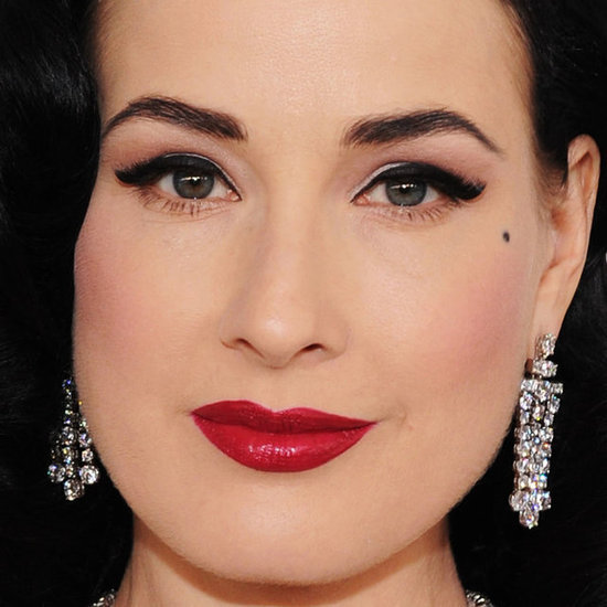 Winged Eyeliner at the Oscars 2012