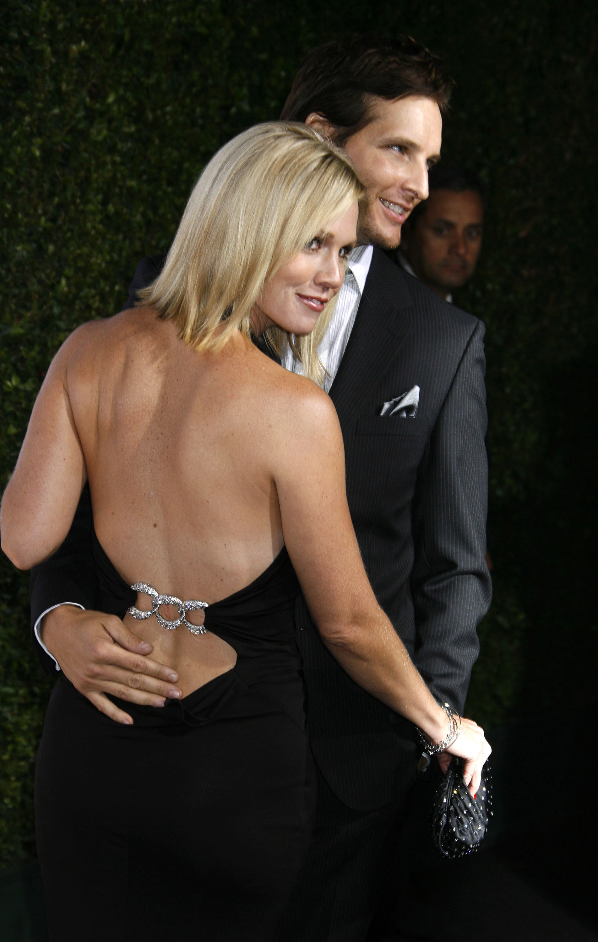 Peter Facinelli and Jennie Garth wrapped their arms around each other at a pre-Emmys bash in Sept. 2008 in LA.