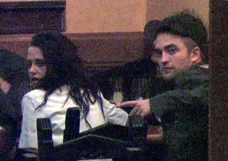 Kristen Stewart and Robert Pattinson spotted spending time in Paris on 03/03/2012