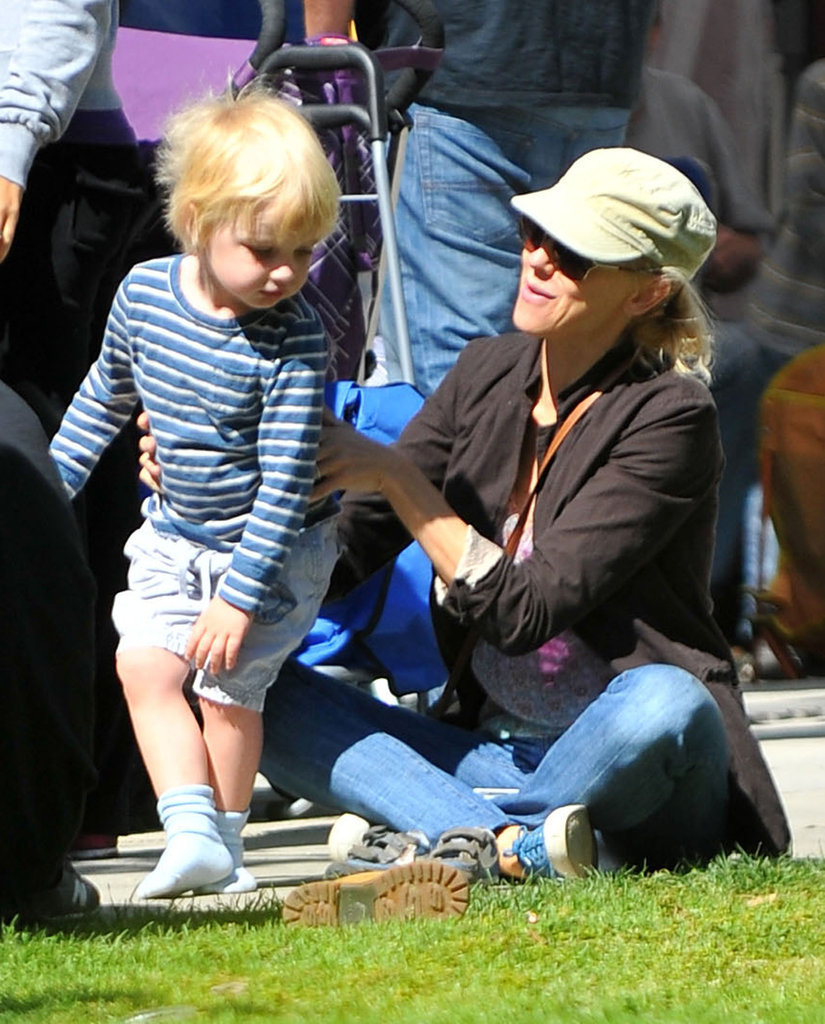 Naomi Watts propped up her youngest son, Kai Schreiber, while they hung out in Brentwood.