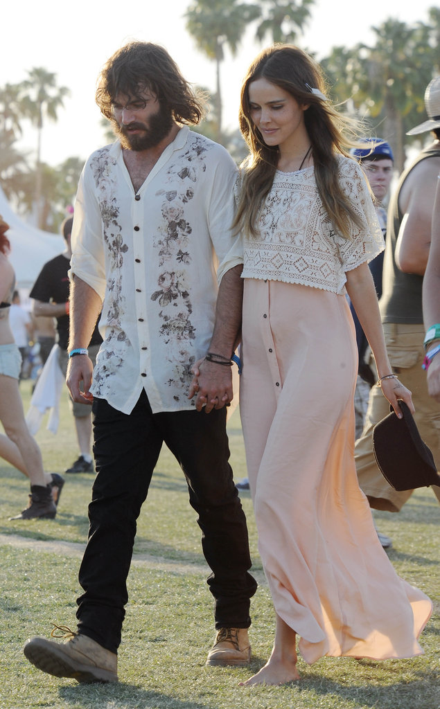 Angus Stone and Isabel Lucas held hands in 2011.