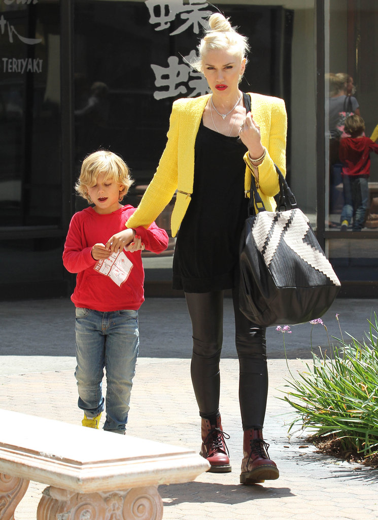 Gwen Stefani took Kingston by the hand for a trip to the ice-skating rink in LA.