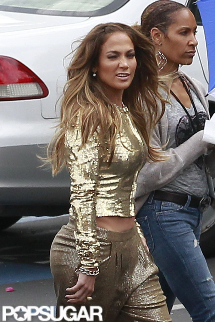 Jennifer Lopez wore gold for American Idol's live performance night.