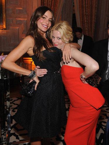 Elizabeth Banks and Sofia Vergara got sloe for a photo.
