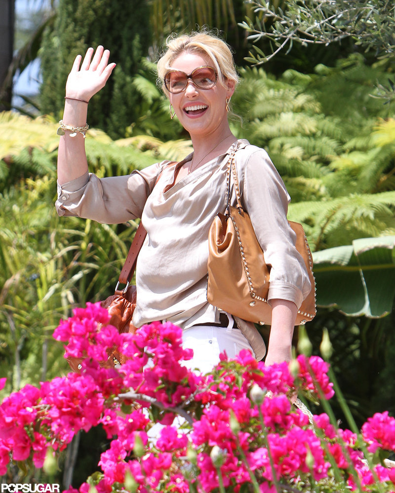 Katherine Heigl gave a wave visiting her friend in LA.