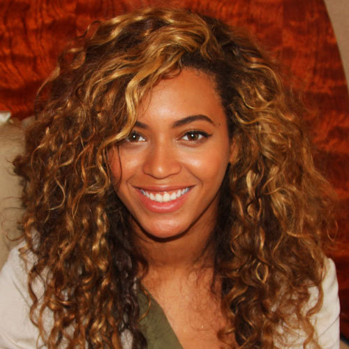 Beyonce Does Her Own Makeup and Hair