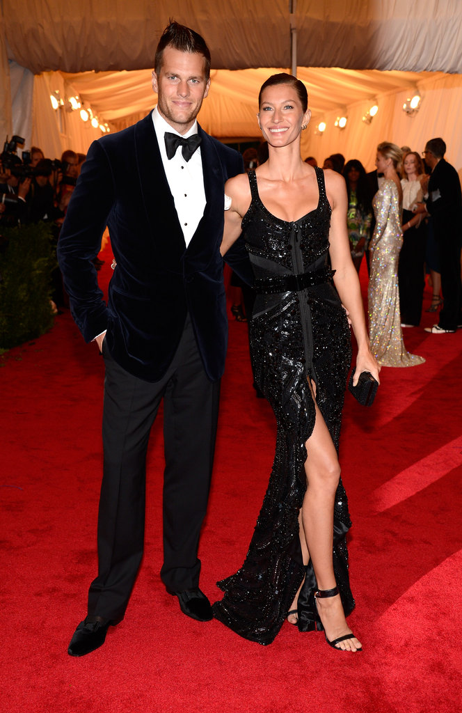 Gisele Bundchen gave a big smile and posed with husband Tom Brady on the red carpet of the Met Gala.
