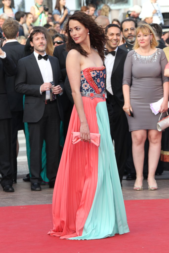 A side view of Bérénice Bejo's colour-blocked Prada gown.