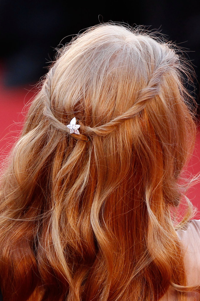 Jessica Chastain dressed up her tresses with a diamond pin.